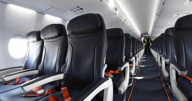 Буйного подростка примотали скотчем к креслу до конца полета