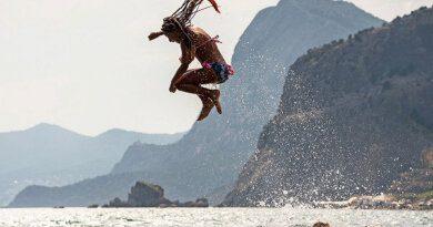 Прыжок полной туристки попал навидео ирассмешил россиян&nbsp