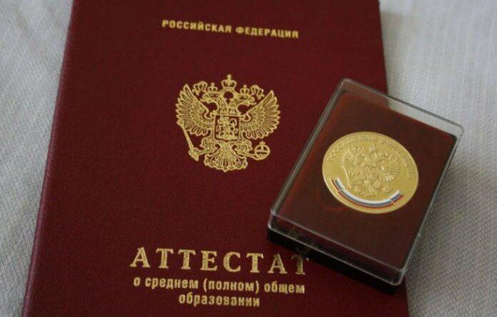 19 выпускников Усинска получили медали «За особые успехи в учении»