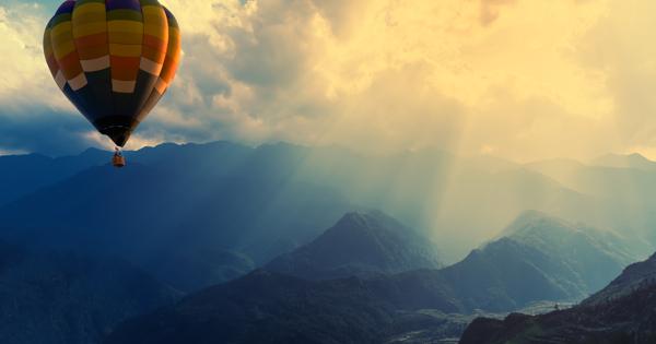 Мужчина перелетел Эльбрус на воздушном шаре