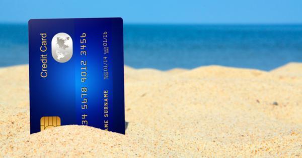 Банк заблокировал карточку в поездке: что делать