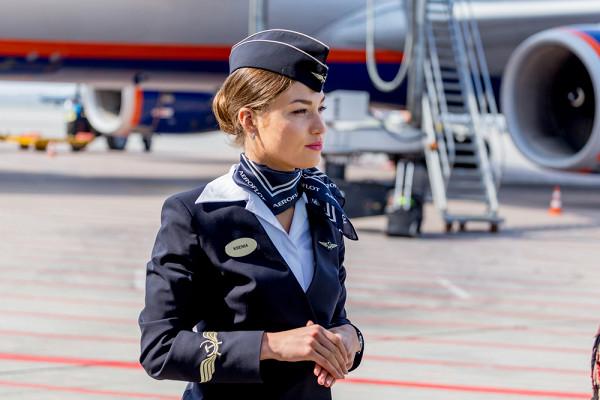 Снимок стюардесс вмини-юбках разозлил поклонников&nbsp