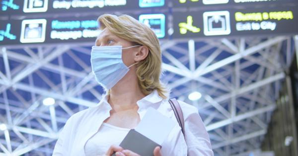 Летевшую в Анталью пассажирку сняли с рейса за отказ от маски