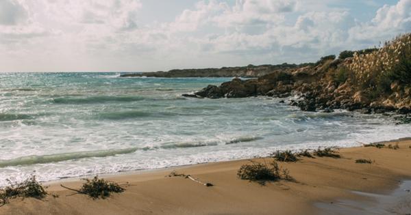 К Кипру приближается нефтяное пятно