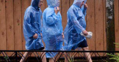 В Сочи развернули пункты эвакуации из-за угрозы смерчей