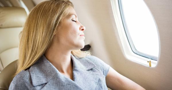 Чем опасен сон во время взлета и посадки самолета