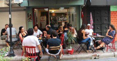 В Турции предлагают бесплатную еду для привитых