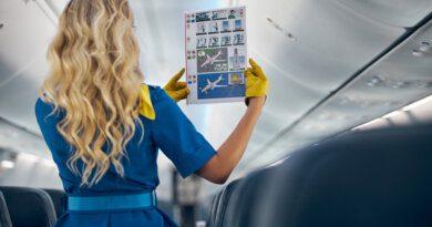 Туристов возмутил внешний вид стюардесс на российских авиалиниях