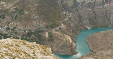 """""""Отчитали как детей"""": туристы рассказали о поездке в Дагестан"""