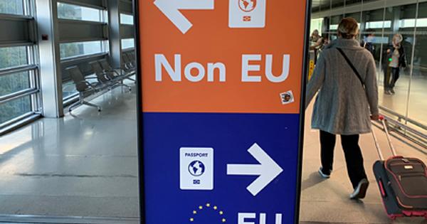 Женщина оставила дочь в аэропорту и улетела в отпуск