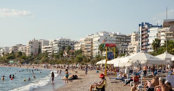 Туристка раскритиковала наших пенсионеров вТурции Россиянка, которая отдохнула вТурции, послушала напляже разговоры иподелилась имивСети. 26