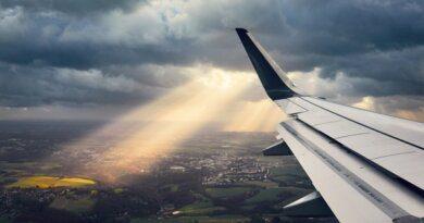 Что будет с самолетом, если в него попадет молния