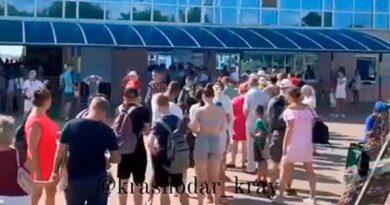 Огромные очереди из отдыхающих в Геленджике попали на видео