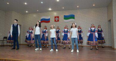 Активных и творческих детей Усинска отметили в местной администрации