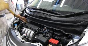 Автоэксперт Рязанов рекомендовал заменить масло при подготовке машины к зиме в 2021 году