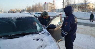 Автомобилистам Усинска вручили памятки с противопожарными правилами