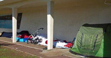 Туристы притворяются бездомными, чтобы не платить за жилье
