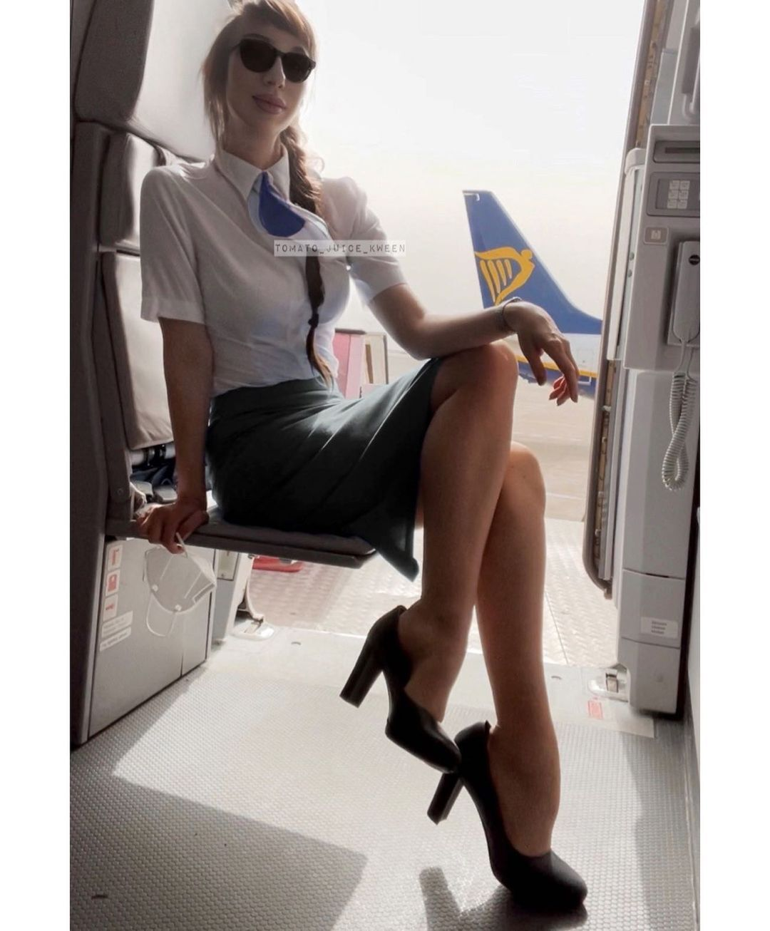 В Instagram-аккаунте стюардессы более 26 тысяч подписчиков.