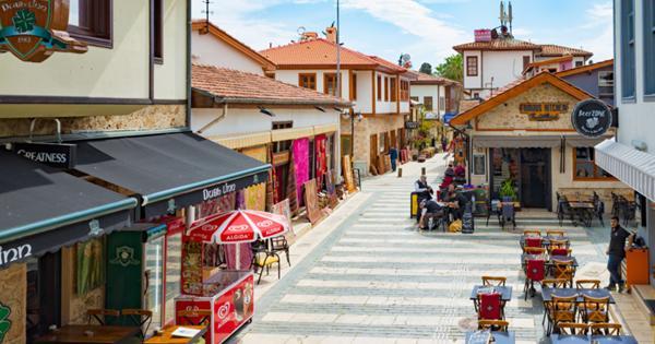 В ресторанах Турции начали бесплатно кормить привитых