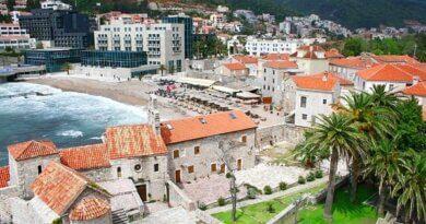 Черногория ужесточила правила въезда привитым туристам