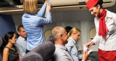 Российская стюардесса раскрыла список вредной перед полетом еды