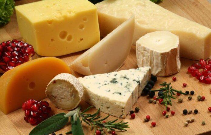 Диетолог рассказала, кому противопоказано употребление сыра