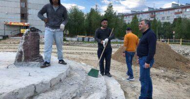 До конца июля в Усинске должны завершить благоустройство у памятника Нефтянику