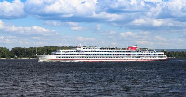 Почему круизы по рекам России так дорого стоят