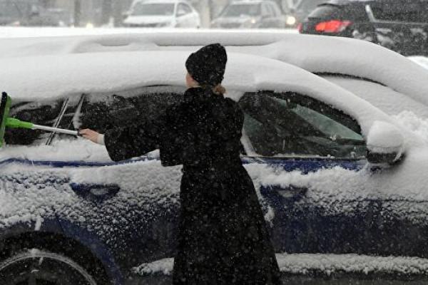 Эксперт объяснил запах бензина всалоне автомобиля зимой — Рамблер/авто