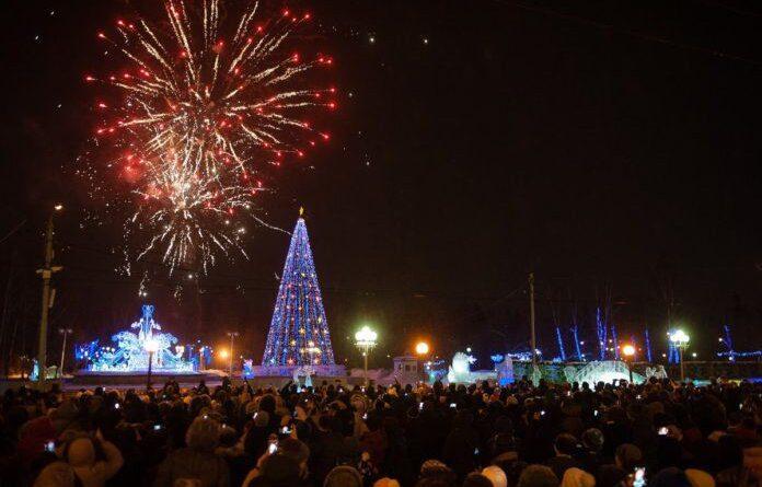 Глава Роспотребнадзора рекомендовала провести новогодние праздники дома
