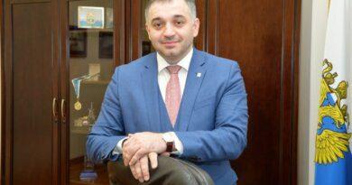Глава Усинска Николай Такаев отмечает сегодня день рождения