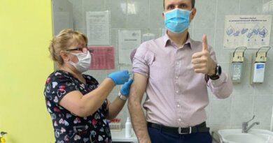 Главврач Усинской ЦРБ Максим Чуркин привился от гриппа