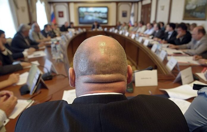 Госдума одобрила введение штрафов за хамство чиновников