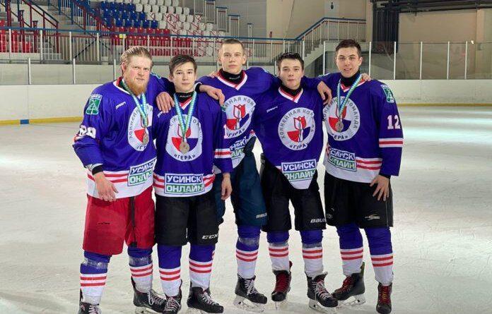 Хоккеисты Усинска привезли домой серебро