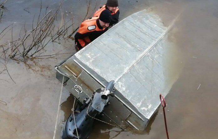 К спасателям из Усинска для поисков пропавших рыбаков присоединились ухтинские водолазы