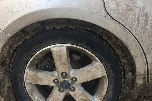 Какую опасность представляют дляавто ледяные наросты наарках колес?&nbsp