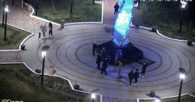Контроль за детской площадкой перед зданием администрации усилится