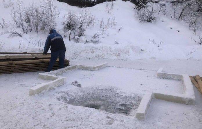 Мэр Усинска Николай Такаев проверил, как ведется подготовка к Крещенским купаниям