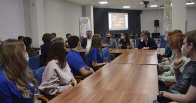 Молодёжь Усинска встретилась и пообщалась с главой города Николаем Такаевым