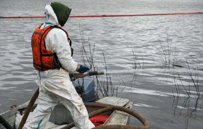 На реке Колва зачищают берега