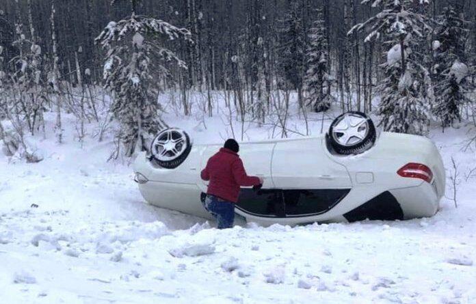 Народный контроль: В Усинске автомобиль перевернулся на крышу