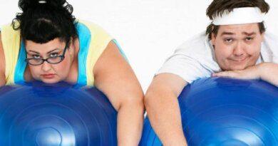 Названа привычка, провоцирующая быстрый рост жира на животе