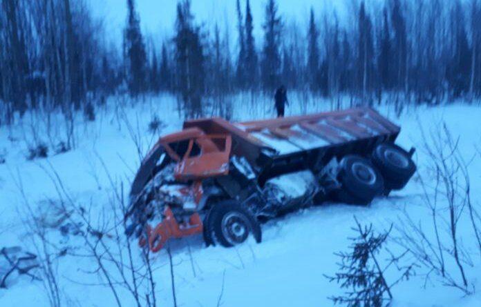 Недалеко от Усинска при столкновении двух большегрузов водителю оторвало часть ноги