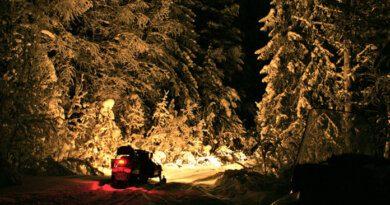 Недалеко от Усинска в ручей провалился снегоход и рыбаки