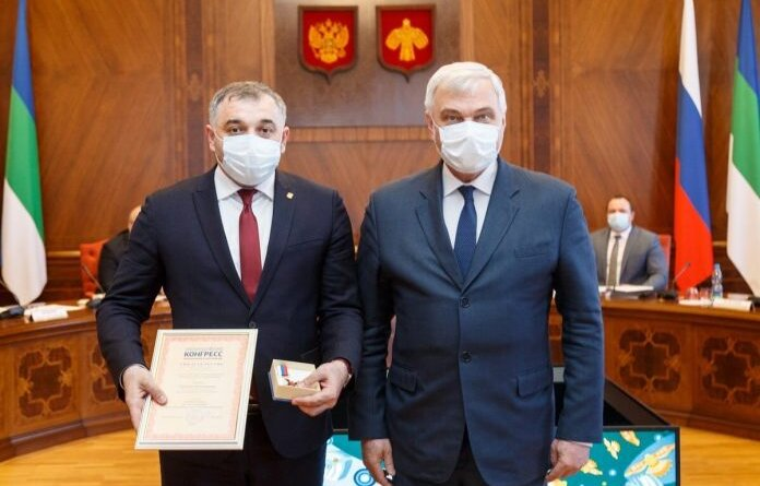 Николай Такаев получил почётный знак за заслуги в развитии местного самоуправления