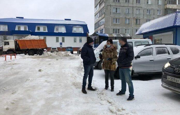 Николай Такаев проверил как сегодня управляющие компании убирали дворы