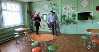 Николай Такаев проверил подготовку сельских школ и садов Усинска к новому учебному году