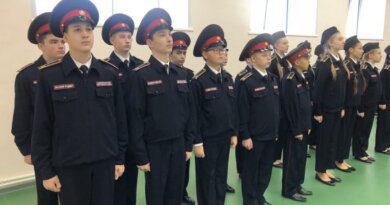 Николай Такаев вручил кадетам Усинска шевроны