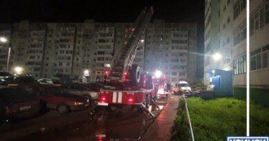 Ночью в Усинске пожарные спасали жителей дома на Молодёжной