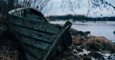 Ночью в Усинске спасали отряд рыболовов